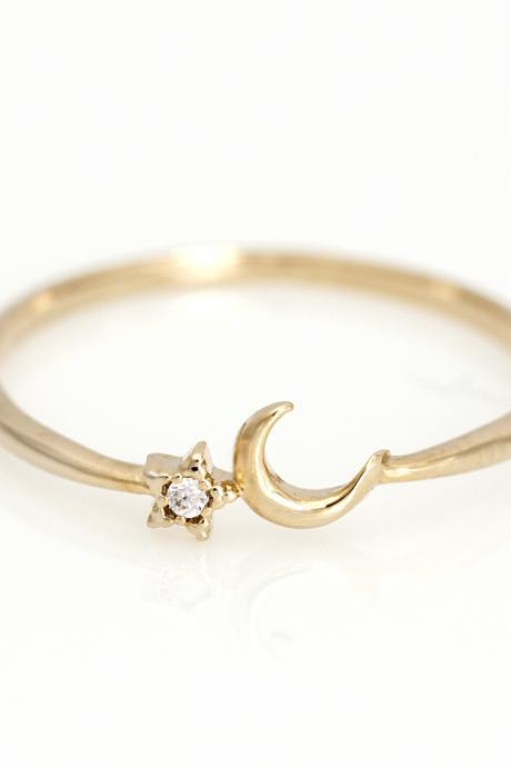 Crescent Moon and Star Ring Delicate Shiny Ring Gold Plated over Brass 5NDAR6