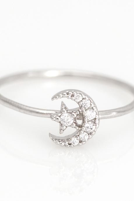 Crescent Moon and Star Ring Delicate Shiny Ring Rhodium Plated Brass 5NDAR4